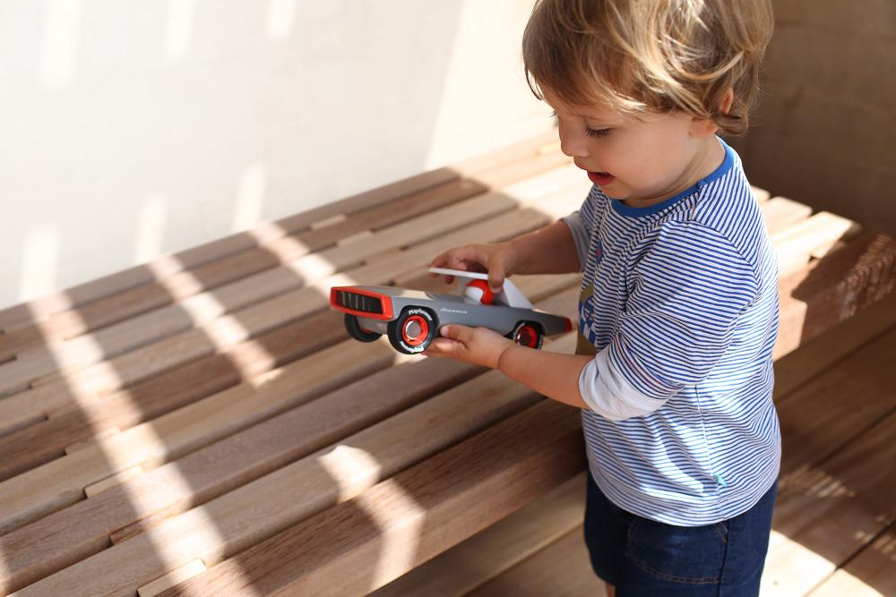 【知育コラム】そもそも「おもちゃ」って何だろう?五感で感じる木製玩具の魅力